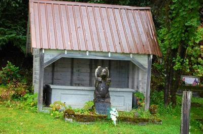 A bear statue in Hoonah