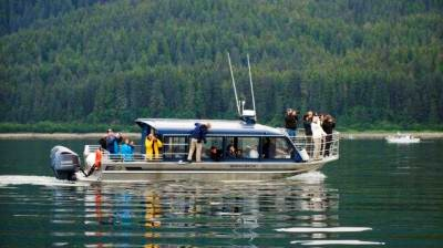 Guests whale watching with Hoonah Travel Adventures