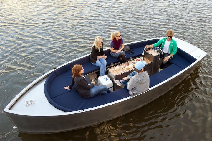 Radius-Boat-Charter