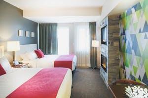 Summit Lodge double queen room