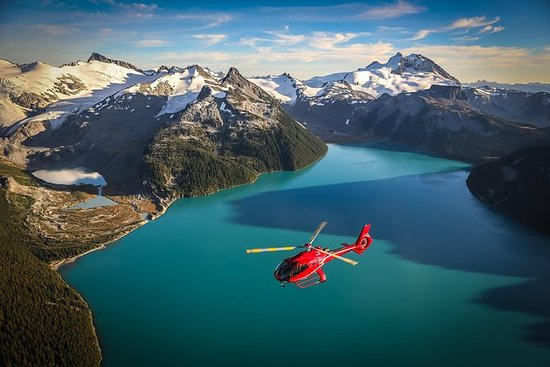 Image of Blackcomb helicoptor tour over a lack near Whistlr