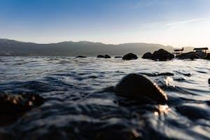The lake shores around kelowna