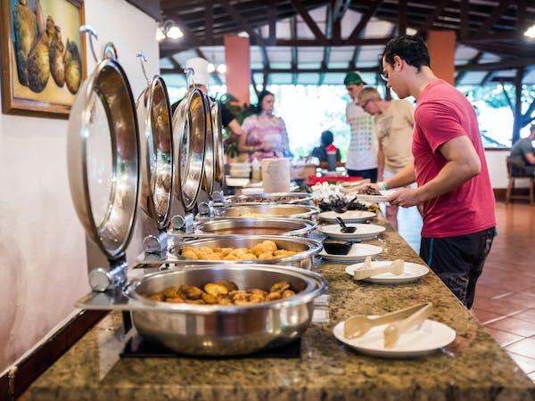 hotel hacienda guachipelin buffet