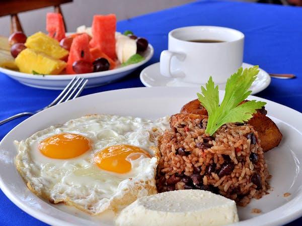 hotel hacienda guachipelin restaurant breakfast