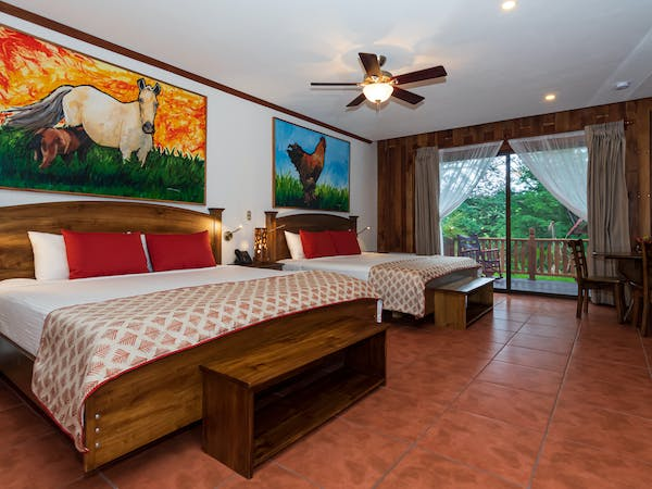Hacienda Guachipelin suite
