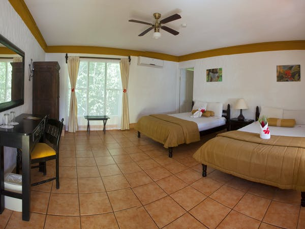 standard room of hotel hacienda guachipelin