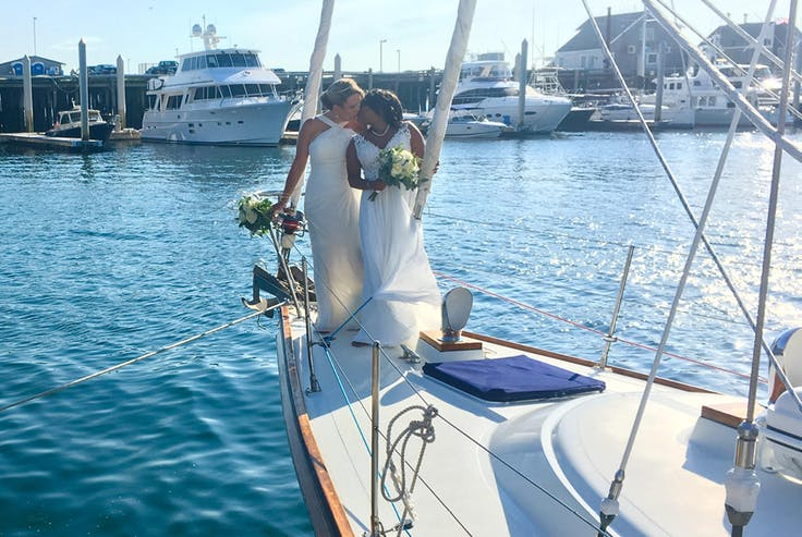 A sailing wedding aboard Moment