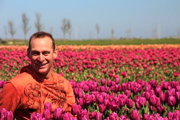 Keukenhof Tours with Mark the guide in a field of tulips