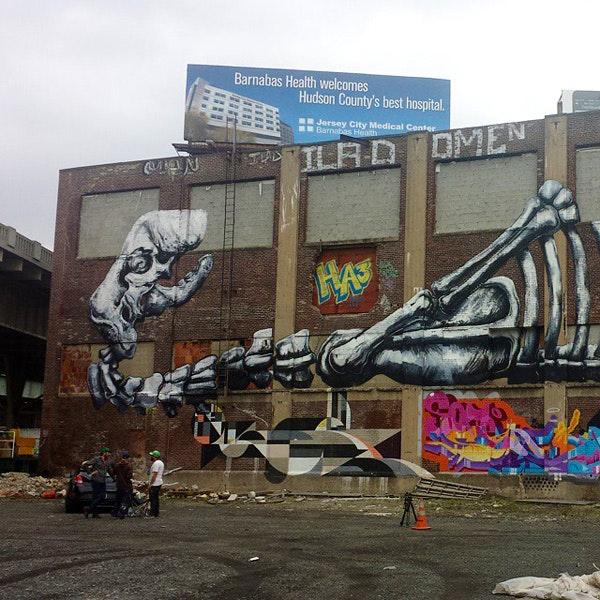 Roa's mural for Mana Contemporary