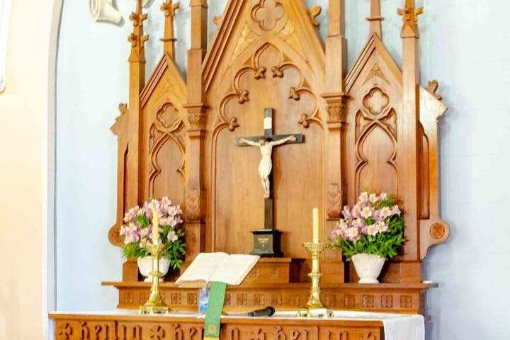 The alter of a Luthern church with Jesus on the cross