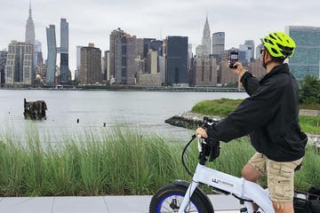 customer on ebike taking picture of nyc skyline