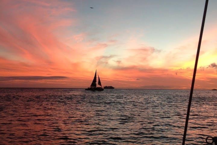 sunset sail of Manu Kai