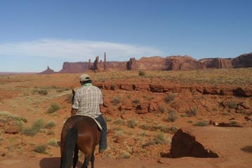 horseback riding monument valley