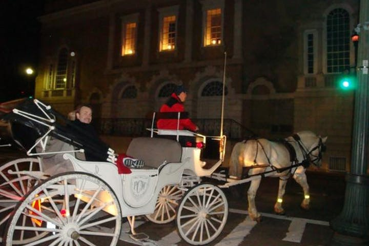 carriage ride tour at night