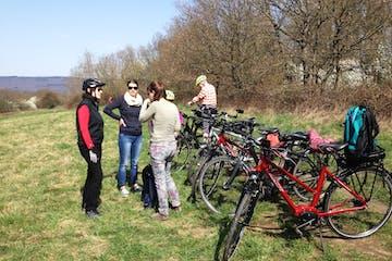 Rundtour vor die Tore der Stadt Wiesbaden, durch reizvolles Bauernland und alte Dörfer inklusive E-Bike, Anlieferung und Abholung, Einführung und Thementourenführung