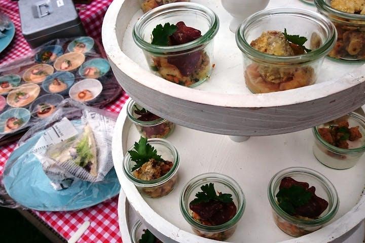 Essen in Glasschüsseln