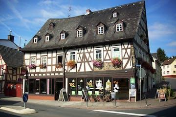 Ein großes altmodisches Haus