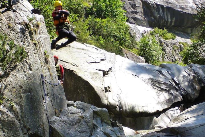 canyoning in boggera, tessin