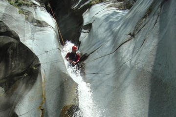 Canyoning in Lodrino, Tessin