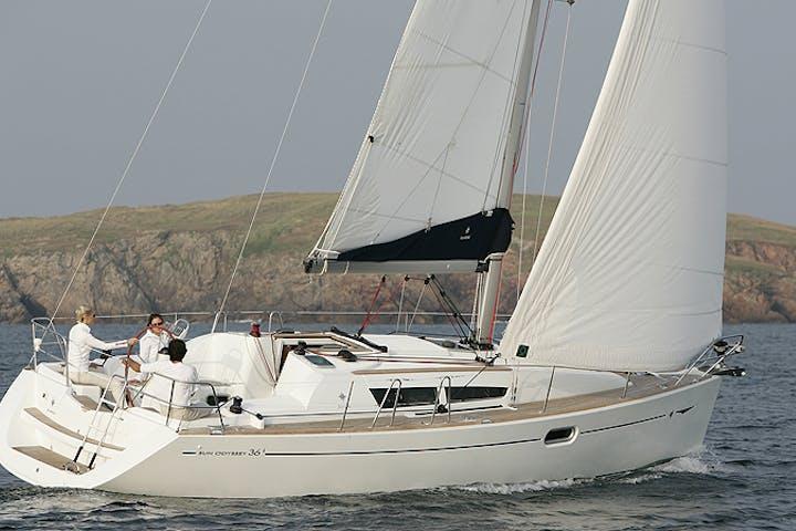 Grins - 36' Jeanneau Sailboat | Superior Charters & Yacht Sales