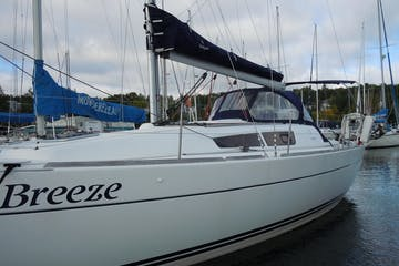Front and side view of Breeze sailboat