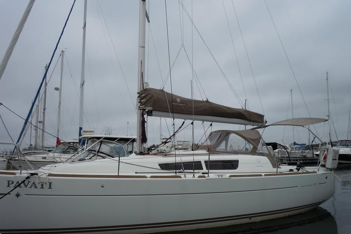Side view of Pavati sailboat