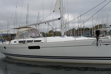 Side view of La Bateau sailboat