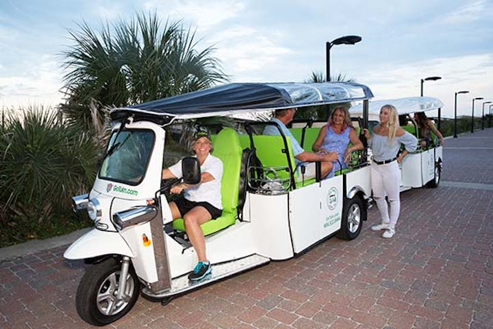 Go Tukn tuk with passengers