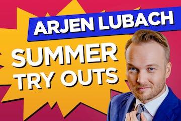 Arjen Lubach wearing a suit and tie