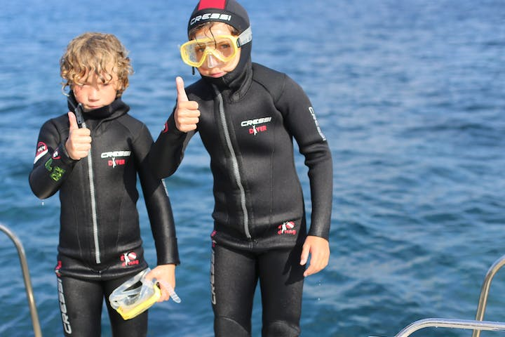 Two children for scuba diving