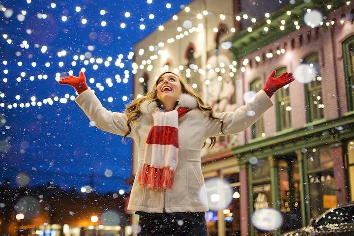 woman under christmas lights