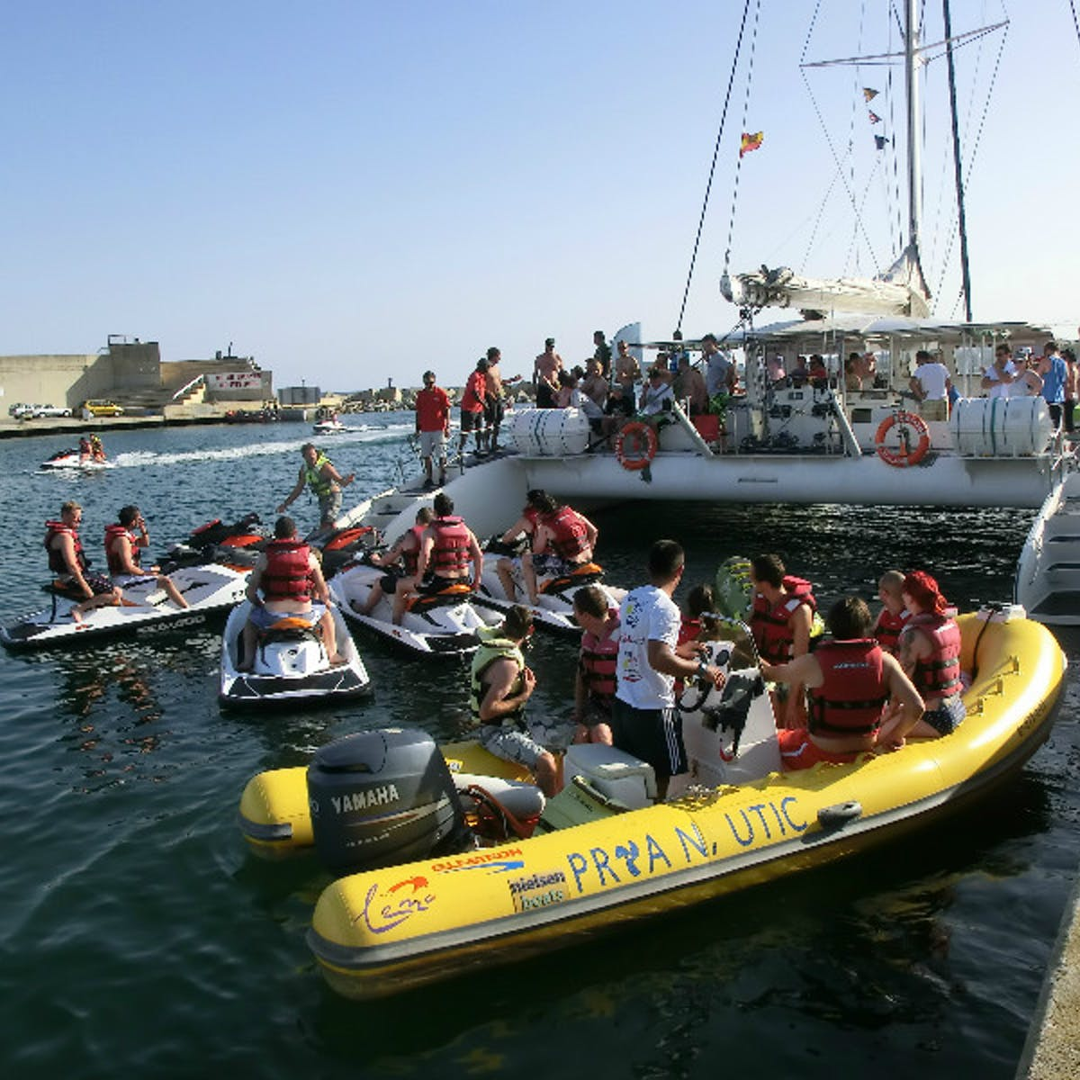 Getting ready to have fun with Catamaran Orsom Barcelona