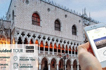 Cell phone and view of Doge's palace