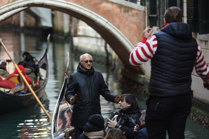 Grand Canal by Gondola with music and commentary