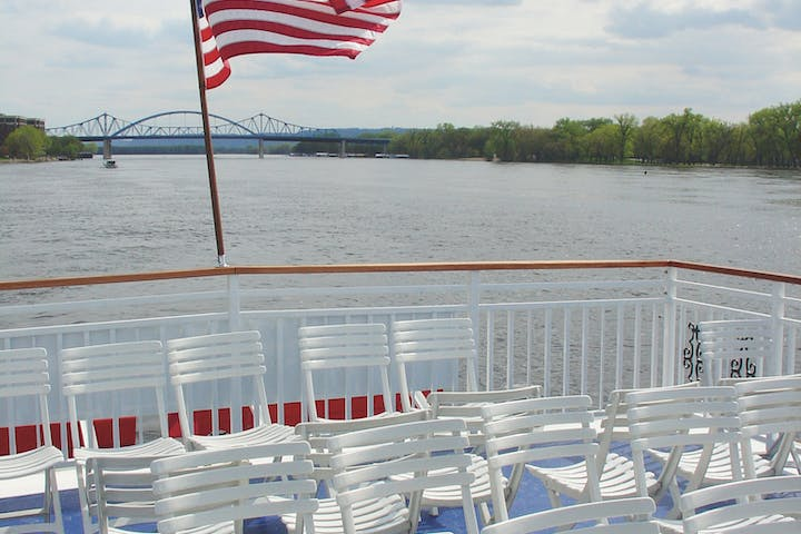mississippi river boat cruise