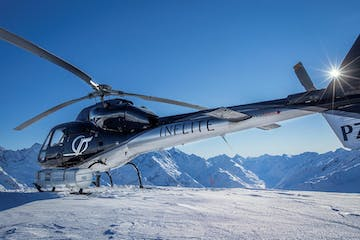 Helicopter lands on Mt Cook