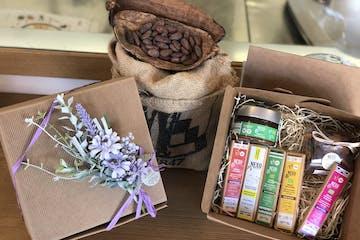 Box con prodotti a base di cacao, creme spalmabili, cioccolato