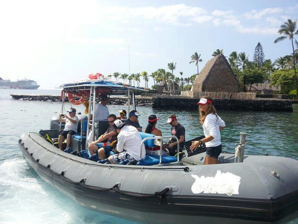 Kona Snorkel Trips snorkel boat filled with passengers