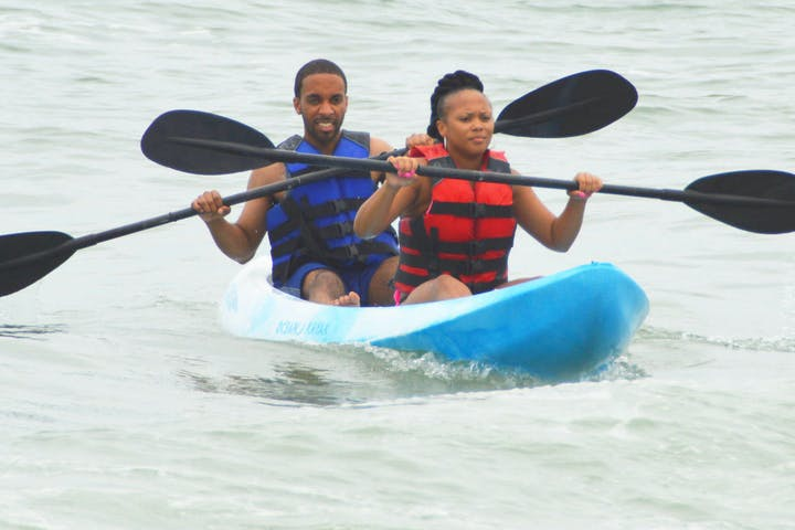 2 kayakers rowing