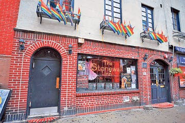 the outside of the stonewall inn NYC