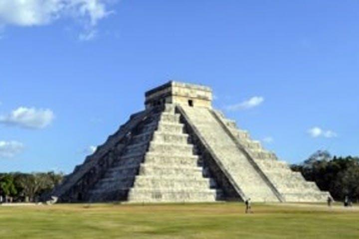 pyramids of Chichen Itza