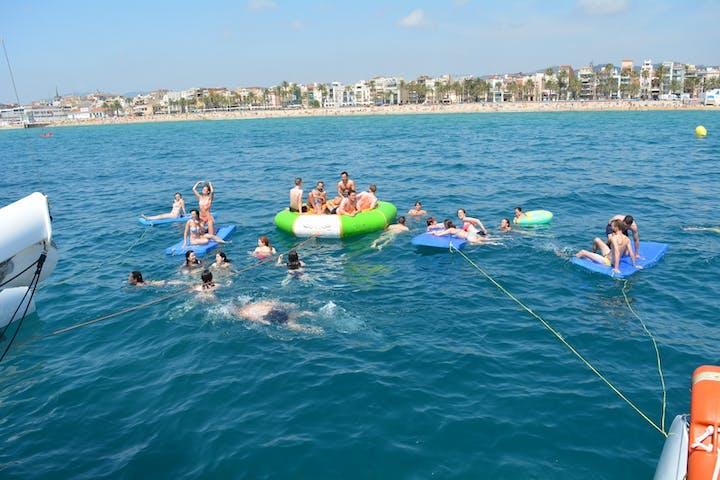 Actividades acuáticas en la costa de Barcelona