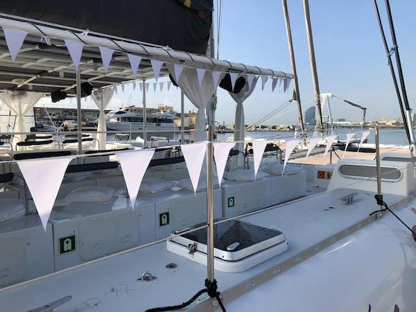 Catamarán decorado para una fiesta
