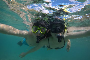 2 first time snorkelers posing underwater at Pure Aloha Adventures in the Hanauma Bay Preserve in Honolulu Hawaii