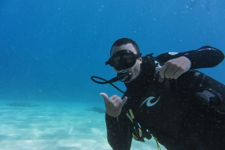 Man scuba diving at Aloha Adventures in Hawaii