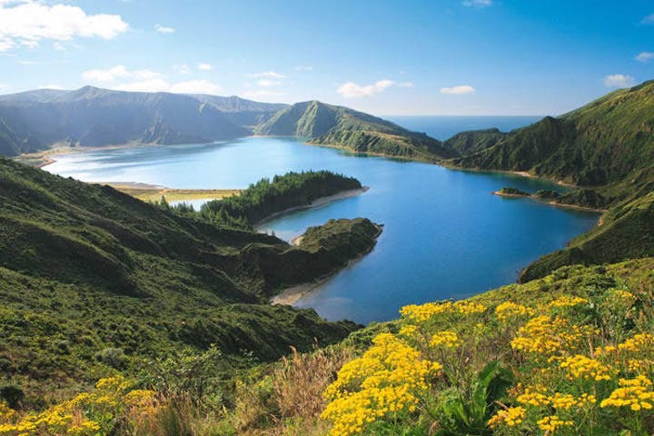 Lagoa do Fogo with yellow flowers