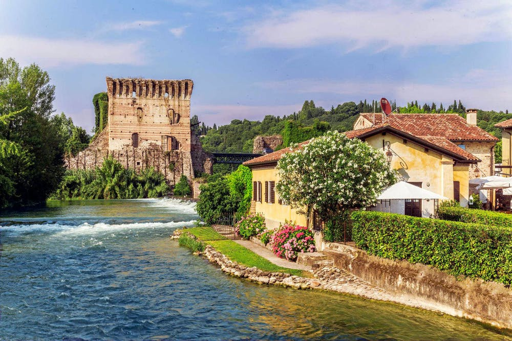 fe8a33663f WELCOME TO LAKE GARDA | Romeo And Juliet Guide
