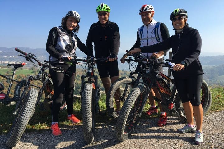 Group tour with bikes in Italy