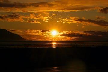 Bright sun shining at sunrise/sunset