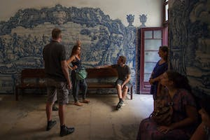 Group listening guide during a tour in Lisbon